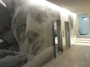 rivestimento verticale decorazione personalizzata hotel